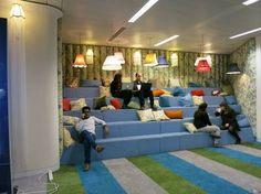 OFICINAS. Nuevos espacios informales para trabajar cómodo casi sin darse cuenta.