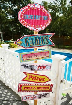Create excitement with colour signs at your circus or carnaval party