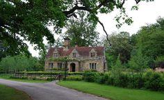 Lake_Cottage,_Somerhill_Estate_-_geograph.org.uk_-_1304523.jpg (640×394)