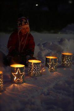 11 DIY Christmas Lighting That'll Turn The Christmas Spirit On Cabin Christmas, Swedish Christmas, Scandinavian Christmas, Christmas Lights, Christmas Holidays, Christmas Crafts, Christmas Decorations, Christmas Ornaments, Holiday Fun