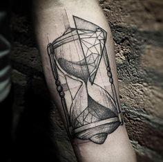 2017 trend Geometric Tattoo - Blackwork hourglass tattoo by Lucas Martinelli. Tattoos 3d, Tatuajes Tattoos, Watch Tattoos, Time Tattoos, Body Art Tattoos, Hand Tattoos, Sleeve Tattoos, Tattoos For Guys, Tattoo Ink