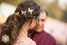 A Delhi Wedding With The Bride In A Shimmery Lehenga Indian Wedding Planning, Wedding Planning Websites, Mehendi Outfits, Bridal Outfits, Wedding Hamper, Wedding Cards, Our Wedding, Mehndi Hairstyles, Sabyasachi Bride