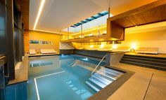 In the 400 m² indoor and outdoor pools you can swim and play to your heart's content