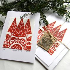 Christmas Tree Hand printed cards by Mangle Prints Carved onto lino, simple design but contain a good range of mark making and patterns. Handprint Christmas Tree, Christmas Tree Cards, Christmas Makes, Xmas Cards, Christmas Crafts, Art Business Cards, Stamp Carving, Art Graphique, Linocut Prints