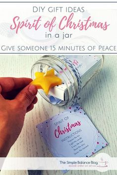 Invite a friend, neighbor or colleague to take a 15 minute break from the busy pre-Christmas time and enjoy the calm and peace that Christmas is really about. Give the gift of a short Christmas break in a jar. Easy to make and a memorable and thoughtful g Diy Gifts In A Jar, Easy Diy Christmas Gifts, Christmas Jars, Diy Gifts For Kids, Easy Diy Gifts, Diy Gifts For Boyfriend, Jar Gifts, Gifts For Family, Christmas Stuff