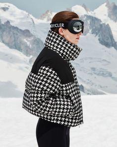 Ski Fashion, Look Fashion, Winter Fashion, Apres Ski Outfits, Moncler Jacket Women, Snow Day Outfit, Ski Wear, Kayak, Matches Fashion