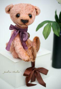 Artist teddy bear by Pudra Studio
