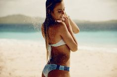 Alana Blanchard cooling off wearing in the Sunray Hipsters. Go to shop.ripcurl.com to get your perfect bikini for summer! Photo by @davidmandelbergstudio