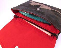 Porta pañales para el bolso - Cartera para pañales y toallitas bebé - hecho a mano por ElPrensatelas en DaWanda