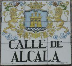 Calle de Alcalá. Fundada en el siglo XV. Con una distancia de más de 10 km., es la más larga y una de las más antiguas de la capital.De ella dijo la mariscala Junot que por belleza competía con las mejores de Europa, y debe su nombre a que conducía hasta Alcalá de Henares.
