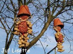 Vogelvoer Ventjes We Knopen Een Strik Raffia Om Zakje Nootjes cakepins.com