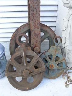 Vintage Traditionsberufe - uralte Umlenkrolle 15 cm Industrie Lastenaufzug - ein Designerstück von artdecoundso bei DaWanda