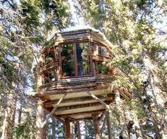 This treehouse was discovered by Joseph Ebsworth who has set himself the task of finding all the hidden treehouses and huts in the woodlands and forests of ski areas. More treehouses at www.naturalhomes.org/treehouses.htm
