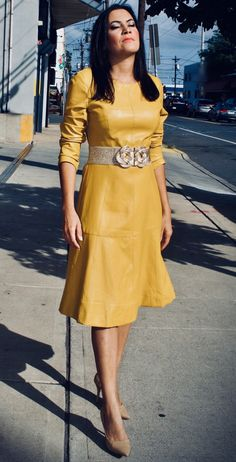 Most women focus their wardrobes around traditional, linear garments, resulting in a bland and uninspired appearance. However, how often do you see a long-sleeve yellow leather dress? It is already rare to see a black leather dress, so why not yellow? Yellow Leather Skirt, Black Leather Dresses, Faux Leather Skirt, Stylish Dresses, Nice Dresses, Leather Outfits, Wool Dress, Dress First, Skirt Outfits