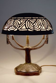 Art Nouveau Bronze and Copper Table Lamp (c.1905) by Gustav Gurschner for K&K Kunsterzgiesserei, Vienna