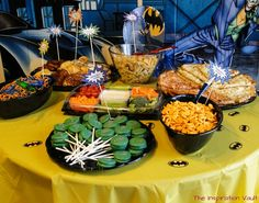 Batman food ideas party kids and entertainment foods birthday lego Batman Party Foods, Batman Food, Lego Batman Party, Batman Birthday, Superhero Party Food, Batman 2, 5th Birthday, Birthday Parties, Healthy Prawn Recipes