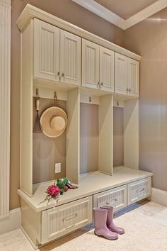 Traditional Home Mud room Design Ideas, Pictures, Remodel and Decor Deco Design, Home And Deco, Built Ins, Home Organization, My Dream Home, Home Projects, Home Remodeling, New Homes, House Design