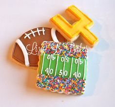 The Super Bowl is coming! The Super Bowl is coming! Commercials and half-time shows and snacks, oh my! Football Cookies, Football Snacks, Football Parties, Football Rules, Seahawks Football, Football Birthday, Alabama Football, Denver Broncos, Cupcakes