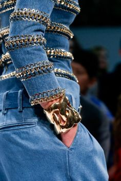 Balmain Spring 2014 RTW - Details - Fashion Week - Runway, Fashion Shows and Collections - Vogue Fashion Week, Fashion Show, Fashion Trends, Review Fashion, Runway Fashion, Balmain, Estilo Denim, Denim Fashion, Womens Fashion