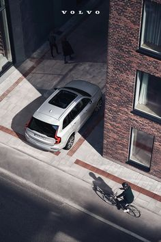 The Volvo XC90 features standard Cross Traffic Alert with Auto-Brake that helps watch out for pedestrians and oncoming traffic as you reverse. Cars Usa, Volvo Cars, Volvo Xc90, Daihatsu, Luxury Suv, Ford Gt, Pedestrian, Buick, Cadillac