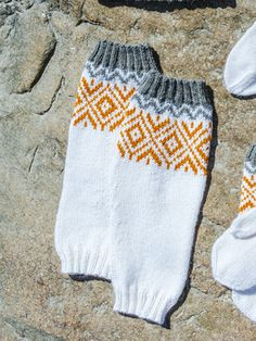 These leg warmers of Novita Alpaca Wool and 7 Brothers yarn bring together a zingy colour palette, toasty wool and a traditional colourwork pattern. Crochet Socks, Knitting Socks, Knit Crochet, Boot Toppers, Knitting Videos, Wool Socks, Alpacas, Alpaca Wool, Couture