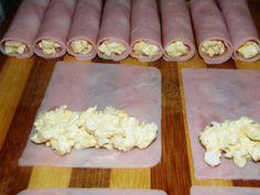 Többféle sajttekercs receptet kipróbáltam már, de legjobban ez a töltött sajtos rolád fogott meg. Nagy előnye, hogy szeletelt sajtból készül, így nem kell a nagyobb kemény sajtok puhításával foglalkoznom (forró víz, 20 perc puhulási idő, kinyújtás). Elég, ha a sajtot egy tepsibe teszem, pár perce be a sütőbe, és már kész is az alap. Erre jön a sonka, a kedvenc töltelékünk, feltekerjük, 1 órát pihentetjük, és már kész is. Isteni fogás kevés idő alatt, és amíg a rolád hűl, akár egy gyors… Appetizer Recipes, Appetizers, Brunch, Toast Sandwich, Czech Recipes, Food Displays, Canapes, Food Presentation, Butcher Block Cutting Board