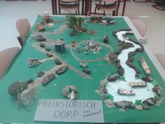 project steentijd - Google zoeken Primary Teaching, Primary School, Shoe Box Diorama, Iron Age, Prehistory, Worksheets For Kids, Small World, Poker Table, In The Heights