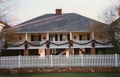Holiday photo of Kent House Plantation in Alexandria. For this christmas, follow the holiday trail of lights - learn more!