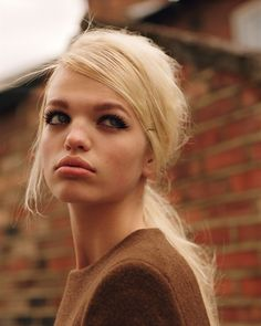 Arizona Muse & Daphne Groeneveld: Self Service, issue 35 > photo 1814827 > fashion picture