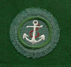 VINTAGE-GIRL-SCOUT-BADGE-BRIGHT-MEDIUM-GREEN-BOATING-FREE-SHIPPING