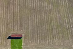 Breathtaking Aerial Photography by Klaus Leidorf Aerial Photography, Amazing Photography, Photography Tips, Drone App, Flying Lessons, Felder, Birds Eye View, Land Art, Repeating Patterns
