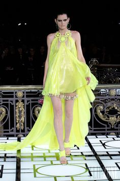 Atelier Versace - Couture - Spring-summer 2013 - Stella Tennant - http://www.flip-zone.net/fashion/couture-1/fashion-houses/versace-couture-spring-summer-2013 - ©PixelFormula