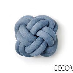 Almofadas produzidas com tubos de malha tornam o estar irreverente. Leia mais: