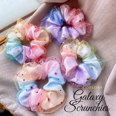 Sewing Crafts, Sewing Projects, Diy Hair Scrunchies, Diy And Crafts, Arts And Crafts, Girls Hair Accessories, Diy Accessories, Diy Birthday, Birthday Gifts