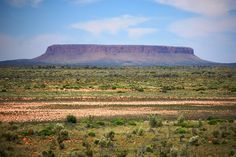 Mt Conner is a 350m high mesa, which can be seen from the Lasseter Highway on the road to Uluru.