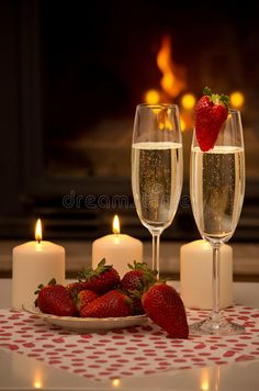 Romantic evening by the fireplace. Champagne, strawberries, candles and a romant , Source by lkrmommy romantic Romantic Room Surprise, Romantic Evening, Romantic Birthday, Romantic Dates, Romantic Dinners, Romantic Dinner Setting, Romantic Picnics, Romantic Room Decoration, Strawberry Champagne