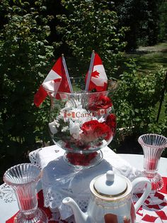 White and red colors, national symbols and creative craft ideas help bring the Canada Day spirit into Canadian homes and design unique and beautiful holiday table decorations and centerpieces Christmas Crafts To Make, Holiday Crafts, Christmas Ornaments, Holiday Ideas, Canada Day Party, Canada Holiday, Happy Canada Day, Summer Parties, Backyard Parties