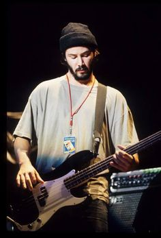 Yet another dude with guitar--in hat. (chicfoo) keanu