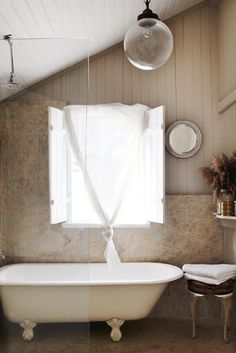 Classic tub with modern accents.  Très chic.