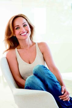 These Giada De Laurentiis pictures are her hottest photos ever. We found sexy images, GIFs (videos,) and wallpapers from various bikini and/or lingerie pho Giada De Laurentiis, Giada At Home, Le Cordon Bleu, Italian Chef, Feel Good Food, Good Smile, Salma Hayek, Pioneer Woman, Sexy Curves