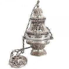 Turíbulo de prata brasileira de estilo e época D. José I. Com suas correntes originais. Século XVIII