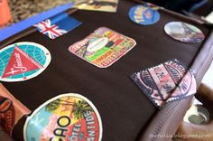 Tarta maleta viaje antigua con pegatinas de época / Old suitcase sponge cake Suitcase Cake, Fondant Cakes, Cake Recipes, Pound Cake, Sweets, Stickers, Recipes, Voyage, Cooking