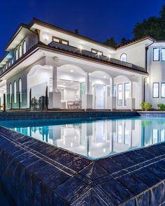 Sherman Oaks Mansion | Clipboards