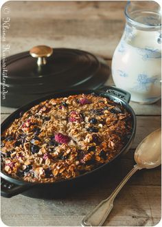 Baked Oatmeal with fresh Berries. Baked Oatmeal with fresh Berries (in German) Brunch Recipes, Summer Recipes, Sweet Recipes, Dessert Recipes, Cereal Recipes, Summer Desserts, Breakfast Cereal, Breakfast Bake, German Breakfast
