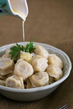 Pelmeni are a classic Slavic tradition. You must try these chicken pelmeni recipe with a juicy filling. Simple step-by-step photo instructions. Ukrainian Recipes, Jewish Recipes, Russian Recipes, Ukrainian Food, Ukrainian Wife, Croatian Recipes, Hungarian Recipes, Ravioli, Baked Piroshki Recipe
