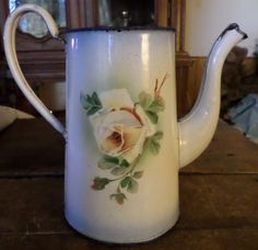 ANCIENNE CAFETIERE TOLE EMAILLEE MOTIFS ROSES