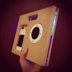 Good mix in design, wood and transparent acrilic !!! Good idea to another electronic devices !!!!