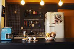 Minha Casa é Hype #2: Casal transforma pequeno apartamento em espaço rústico e retrô