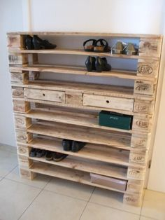 shoe rack made of pallets! Pallet furniture shoe rack made of pallets! Pallet furniture 34 Simple Diy Pallet Project Home Decor Ideas ~ Home And Garden Shoe RACK OF Pallets Desired height up to XXL 10 floors Wooden Decor, Wooden Diy, Wooden Crafts, Meubles Peints Style Funky, Diy Wooden Projects, Diy Shoe Rack, Pallet Shoe Racks, Palette Diy, Wood Pallet Furniture