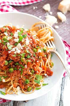 Slow Cooker Italian Sausage Pasta Sauce This Slow Cooker Sausage Pasta Sauce is an easy way to get a homemade dinner on the table with little hands-on time! Tastes best topped with lots of Parmesan! Healthy Slow Cooker, Crock Pot Slow Cooker, Slow Cooker Recipes, Cooking Recipes, Slow Cooking, Crockpot Recipes, Crockpot Meat, Sausage Pasta Sauce, Italian Sausage Pasta